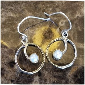 Jewelry - Two tone Ftench Pearl Earrings